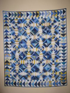Paper Pieced Pineapple Quilt (vertical and horizontal pieces are in white/beige. Only diagonal pieces are in blue. Blue Quilts, Star Quilts, Scrappy Quilts, Mini Quilts, Pineapple Quilt Pattern, Pineapple Quilt Block, Patchwork Quilt Patterns, Applique Quilts, Log Cabin Quilts