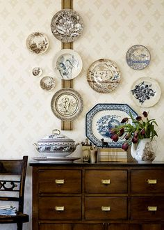 Would like this plate design hung over Mother's buffet when I put it in my home   mixed transferware and burlap hung on Farrow & Ball Ranelagh wallpaper