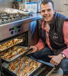 Woensdag Roy Donders' worstenbroodjes-met-katenspek-dag - Hoek van Holland