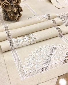 Filet Crochet, Crochet Motifs, Crochet Lace, Lace Bedding, Table Runners, Diy And Crafts, Textiles, Blanket, Sewing
