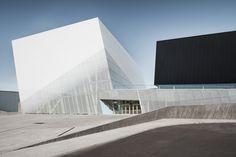 Gallery of Saint-Laurent Sports Complex / Saucier + Perrotte architectes + HCMA - 1