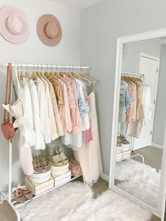 Dream Rooms For Couples Home Office Cute Room Decor, Room Decor For Girls, Small Bedroom Ideas For Women, Kids Room, Wall Decor, Room Ideas Bedroom, Bedroom Girls, Small Girls Bedrooms, Pink Bedrooms