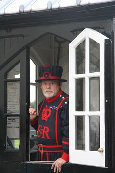 Press this pic and FOLLOW ME on Facebook! Beefeater at Tower of London. London, England
