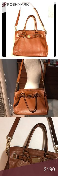 🎉Michael Kors bag🎉 Beautiful leather handbag, authentic. Larger sized, carried a few times. Gorgeous gold chain on straps, great bag to have and add to your wardrobe! Michael Kors Bags