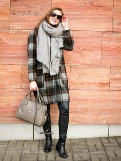 Fashionberries: Chequered winter Coat and Coccinelle Bag