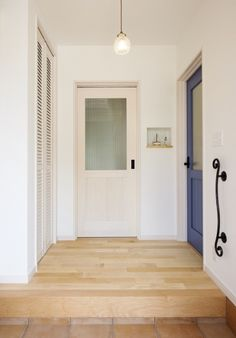 Mamanの家~カリフォルニアスタイル~ Natural Interior, Entry Hall, Entrance Doors, Mudroom, My Dream Home, My House, Home Furniture, New Homes, Interior Design