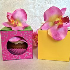 Super Cute Flower Cupcake Box You Can Build Yourself Kylie Jenkins Sizzix Party Planning Lori Whitlock Flowers Gifts Baking Food DIY Handmade Crafting Paper