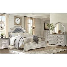 30 Inspiration Image of White Bedroom Set Furniture . White Bedroom Set Furniture Ashley Furniture Bolanburg Louvered Bedroom Set In White Local Shabby Chic Stil, Shabby Chic Bedrooms, Vintage Bedrooms, Farmhouse Furniture, Shabby Chic Furniture, Cottage Furniture, Contemporary Bedroom, Modern Bedroom, Bedroom Classic