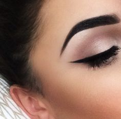 Nice Classic eye look that will never date and is flattering for most eyeshapes when liner appropriately applied according to individual eyeshapes. Beautiful tasteful colour palette as well, very elegant.