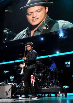 Bruno Mars, Jingle Ball 2010