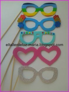 EL TALLER DE LUZ MARIA: GAFAS DE GOMA EVA PARA PHOTOCALL Diy Crafts For Kids, Preschool Activities, Arts And Crafts, Paper Crafts, Theme Carnaval, Diy Niños Manualidades, Ideas Para Fiestas, Diy Mask, Spring Crafts