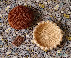 Doudou, maman, papa et moi: Tartelette citron meringuée ou chocolat ? Crochet Food, Diy Crochet, Petite Meringue, Knitting, How To Make, Gifts, Stitches, Dessert, Deserts