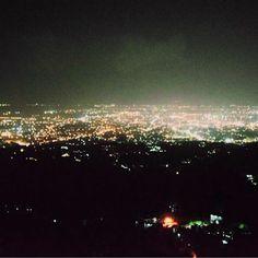 Instagram【mzk0721m】さんの写真をピンしています。 《フィリピンでこんな綺麗な夜景が 見れるとは…😍 .  #フィリピン#セブ島#夜景#山 #レストラン#ディナー #Philippines#cebu#mountain #view#dinner#trip#travel #instagood#instalike#instapic #instfood#instdaily#follome》