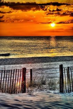 Top 10 vacation places in the world: Beautiful Sunset Photography. Beautiful Sunset, Beautiful Beaches, Beautiful World, Amazing Sunsets, Beautiful Scenery, Foto Picture, I Love The Beach, All Nature, Sunset Photography