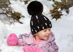 Black star of winter white! Czarna gwiazda wśród zimowej bieli!  ;) and pink gloves... ;) i różowe rękawiczki...