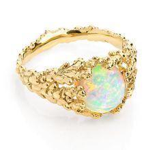 création de Ornella Iannuzzi avec une magnifique opale d'Ethiopie. Voir sa collection sur Facebook : Fine Art Jewellery by Ornella Iannuzzi