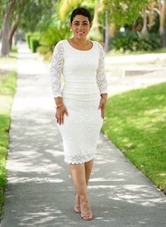 DIY LACE DRESS USING VOGUE This dress pattern is fast and easy to make and most important it is flattering! It can be made in many stretch knits. Fashion Tips For Women, Diy Fashion, Womens Fashion, Fashion Trends, Fashion Hats, Fashion Outfits, Flash Forward, Stretch Lace Fabric, Wedding Dress Organza
