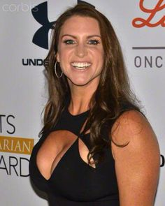 The fantastic huge breasts of the amazing wwe raw commissioner of raw Stephanie McMahon in a tight black cleavage revealing dress. Wwe Divas Stephanie Mcmahon, Stephanie Mcmahon Hot, Stephanie Mcmahon Bikini, Wrestling Divas, Women's Wrestling, Mcmahon Family, Wwe Divas Paige, Carmella Wwe, Wwe Female Wrestlers