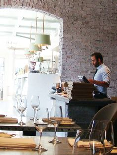 Suzanne Goins' Brentwood Tavern. Designed by Jeffrey Alan Marks  #jeffreyalanmarks #JAM #Themeaningofhome