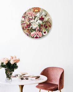 Een statement op je muur maak je met Muurcirkels! Met deze trendy cirkels breng je sfeer in je interieur. Leuk om met verschillende formaten en afbeeldingen te combineren. Deze muurcirkel Orchideae van Haeckel is echte kunst. Een uniek item voor in elk interieur.