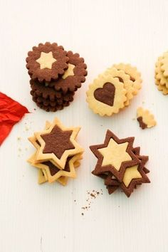 cookies Black and White Pastries - Johann Lafer Recipes - MSN Lifestyle Capture Immortality with Albums To live many happy moments of life. Sweet Cookies, Xmas Cookies, Biscuit Cookies, No Bake Cookies, Cake Cookies, No Bake Cake, Christmas Treats, Christmas Baking, Dessert Original