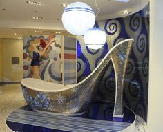 high heel tub---say whaaaat?
