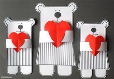 Dimanche, des petits ours livrent des cœurs à toutes les grands-mères, mamies… , Pour les fabriquer, il vous faut : une paire de ciseaux de la colle imprimer le patron ici :https://www.a-qui-s.fr/images/ours-fetedesmamies.pdf (krokotak.com) 1. 2. 3. 4. Bon bricolage