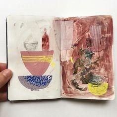 Je vois mon fils empilant tout ce qu'il trouve en ce moment ! Il adore créer des piles jusqu'à ce que ça dégringole... Moi ça m'inspire quelques croquis...   I see my son stacking everything it can ! He loves create stacks up to what it tumbles... It inspires me some sketches...   . . . #sketchbook #bowl #yellow #mixedmedia #angeliqueguillemet  #accumulation #inspiration #stilllife