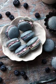 Blueberry macarons flavored with freeze-dried blueberry powder and filled with a barely sweet blueberry mascarpone filling.