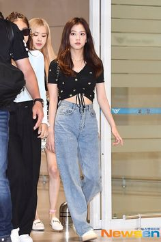 Korean Airport Fashion, Korean Girl Fashion, Blackpink Fashion, Fashion Idol, Daily Fashion, Fashion Outfits, Kpop Outfits, Korean Outfits, Girl Outfits