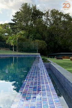 Doesn't this exquisite project take your breath away! The immaculate combination of a fully tiled pool, natural stone coping and organic steppers set in a lush green landscape in Byron makes for the perfect holiday-resort-at-home feel! Landscaping @byronbayranga 🌳 Pool @liquidpooldesign 💦 Photography @property_shot 📷 Mosaics Iris Spanish Glass @3d_stonetile