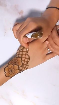 Arabic Mehndi Designs Brides, Latest Finger Mehndi Designs, Simple Mehndi Designs Fingers, Dubai Mehendi Designs, Back Hand Mehndi Designs, Mehndi Designs For Beginners, Mehndi Designs For Girls, Unique Mehndi Designs, Dulhan Mehndi Designs