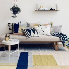 Twin Bed Couch Twin Bed Sofa Best Twin Mattress Couch Ideas On Twin With Twin Bed Couch Twin Bed Sofa Best Twin Mattress Couch Ideas On Twin Furniture Twin Bed Couch, Daybed Couch, Diy Daybed, Diy Couch, Diy Twin Mattress Couch, Daybed Ideas, Daybed Room, Chaise Longue Diy, Coin Banquette