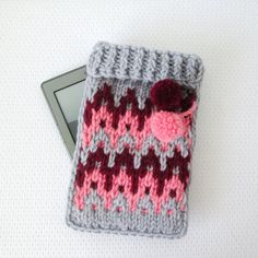 Knitted Kindle cover. If you are a knitter this would be a cute present for a reader.