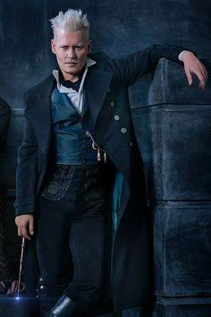 Johnny Depp as Gellert Grindelwald - Fantastic Beasts: the Crimes of Grindelwald Harry Potter Cosplay, Harry Potter Cast, Harry Potter Universal, Harry Potter World, Harry Potter Characters, Gellert Grindelwald, Crimes Of Grindelwald, Johnny Depp Fantastic Beasts, Fantastic Beasts Movie