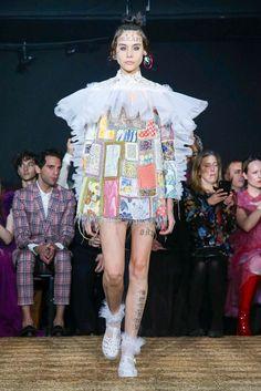 Viktor&Rolf Haute Couture Spring Summer 2020 Paris - NOWFASHION Diy Fashion Hacks, Fashion 101, Runway Fashion, High Fashion, Fashion Show, Fashion Design, Fashion Ideas, Fashion Trends, Dior Haute Couture