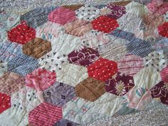 THE ANTIQUE LINEN CUPBOARD: Patchwork quilts