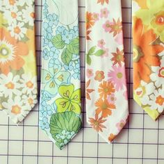 vintage fabric ties by kitschcafe Vintage Sheets, Vintage Fabrics, Craft Tutorials, Sewing Tutorials, Sewing Ideas, Craft Ideas, Sewing Lessons, Sewing Hacks, Embroidery Patterns
