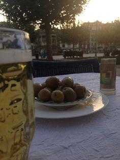 Sunday evening @ Pamplona Pamplona, Sunday, Beer, Mugs, Tableware, Root Beer, Domingo, Ale, Dinnerware
