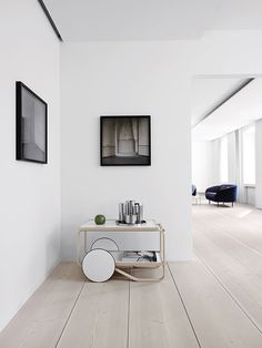 A selection of modern hallway ideas for high-end interior design projects Minimalist Interior, Modern Interior, Interior Architecture, Interior Design, Modern Furniture, Douglas Wood, Modern Hallway, Interior Minimalista, Deco Design
