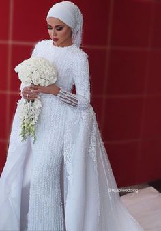 Choosing the right wedding dress that suits your hijab and modest look is becoming more easier, hijab fashionistas from all around the world are putting Muslimah Wedding Dress, Muslim Brides, Pakistani Wedding Dresses, Wedding Dress Trends, Wedding Dresses For Sale, Bridal Hijab, Hijab Bride, Wedding Hijab, Wedding Attire