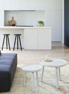Apartamento blanco con toques de color - White apartment with color - Decoraddiction Home Decor Kitchen, Kitchen Furniture, Kitchen Interior, Kitchen Design, Classic Home Decor, Classic House, Inspiration Design, Interior Inspiration, Classic Kitchen