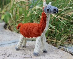 She Crocheted a Guanaco Amigurumi – Want! Guanacos are related to camels, as are vicunas, llamas, and alpacas. Knit Or Crochet, Crochet Dolls, Single Crochet, Crochet Clothes, Crochet Things, Knitting Projects, Knitting Patterns, Crochet Patterns, Tiny Dolls