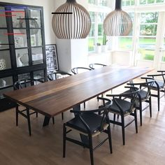 Heimdal plankebord  Amerikansk valnød Glass Cabin, Dining Room, Dining Table, Black Glass, Wood And Metal, Diys, Sweet Home, House Ideas, New Homes