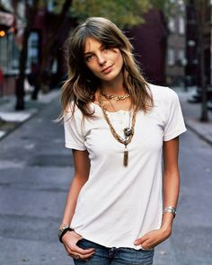white tee, blue jeans, and a great piece of jewelry = fave