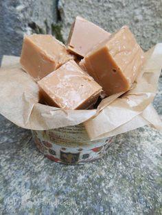 Fudge, avagy a legfinomabb tejkaramella Fudge, Diy Food, Cake Cookies, Feta, Cheese, Christmas, Candy, Xmas, Navidad
