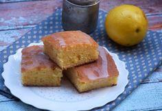 Szuper citromos sütemény recept képpel. Hozzávalók és az elkészítés részletes leírása. A szuper citromos sütemény elkészítési ideje: 55 perc Cake Cookies, Cornbread, Baking, Ethnic Recipes, Sweet, Food, Millet Bread, Candy, Bakken