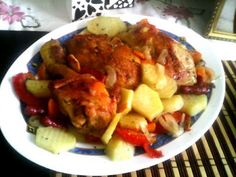 Pulpe de pui cu legume la cuptor - Retete Culinare