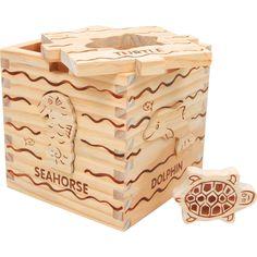 Un puzzle-cub din lemn cu imagini detaliate ale creaturilor marine sculptate migălos! Copilul trebuie să potrivească formele modelate cu imaginile de pe cub. Capacul este detașabil. #montessori #kidstoys #jucariidinlemn #jucariionline#jucariieducative #woodencube Montessori, Decorative Boxes, Container, Blog, Promotional Giveaways, Cubes, Lace, Toys, Animales