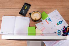 Vous êtes une PME ou un professionnel libéral ? Nous allons rapidement vous expliquer comment choisir et optimiser votre stratégie de référencement SEO !